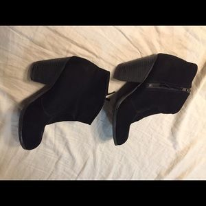 Black suede chunky ankle booties size 8 zip up
